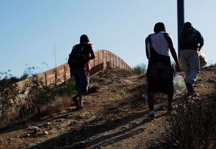 En 2010, 27.3 % de los migrantes deportados dijo haberse enfrentado a una situación que puso en riesgo su vida al cruzar la frontera por Baja California. (Archivo/AP)