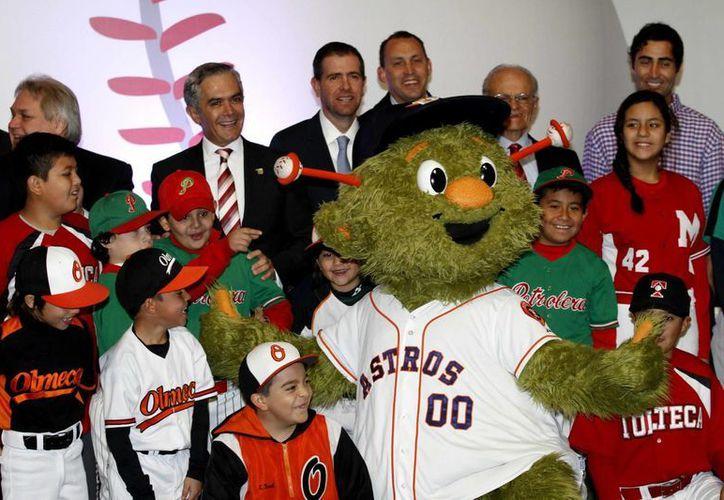 Este miércoles se hizo oficial la pretemporada de los Padres de San Diego y Astros de Houston en México. (Notimex)