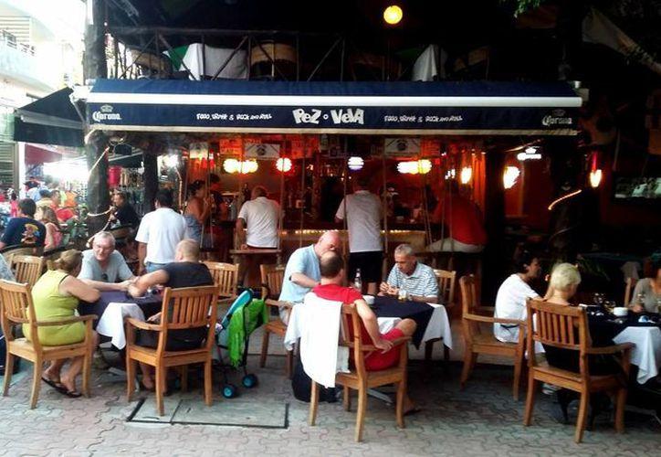 Para las cenas regularmente los establecimientos están haciendo uso de las reservaciones. (Octavio Martínez/SIPSE)