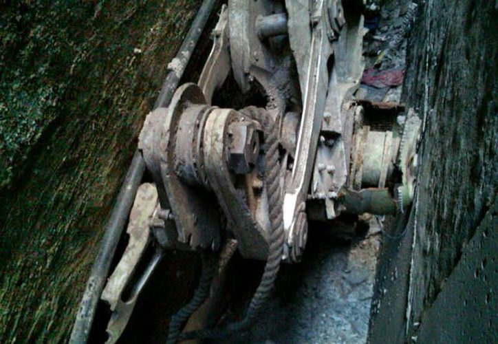 En los restos del aparato puede verse con claridad un número de identificación de Boeing. (Archivo/AP)