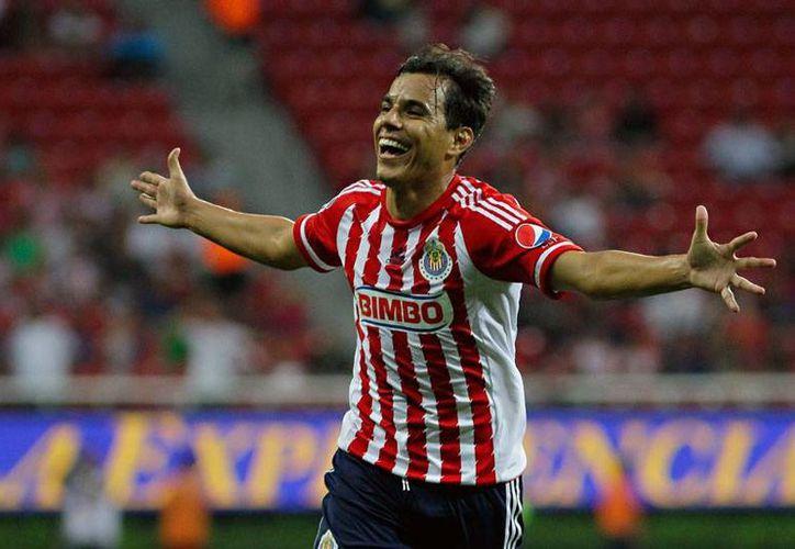 Omar Bravo igualó este martes por la noche la marca de Salvador Reyes como máximo goleador histórico de Chivas de Guadalajara. (futboltotal.com.mx)