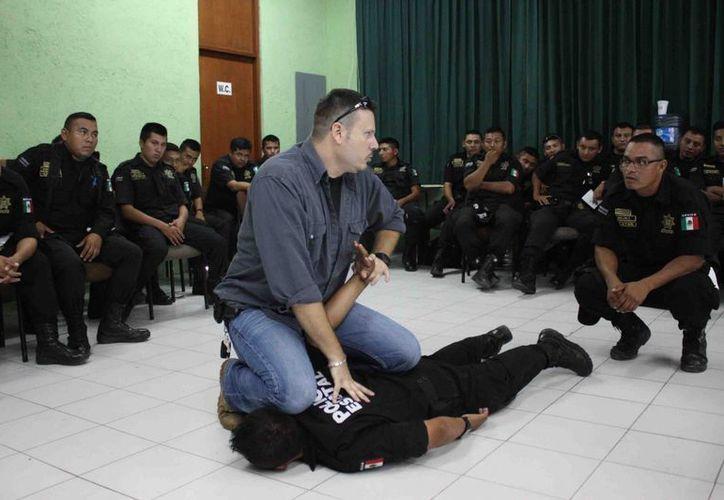 A los agentes de la SSP se les instruyó sobre los principios de cómo reducir a un oponente durante una detención. (Milenio Novedades)