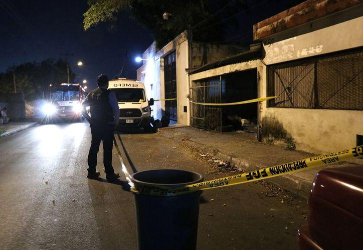 Un llantero fue reportado como muerto  en un predio de la calle 62 entre 107 y 109 de la colonia Delio Moreno, donde fue hallado golpeado y en medio de un charco de sangre.