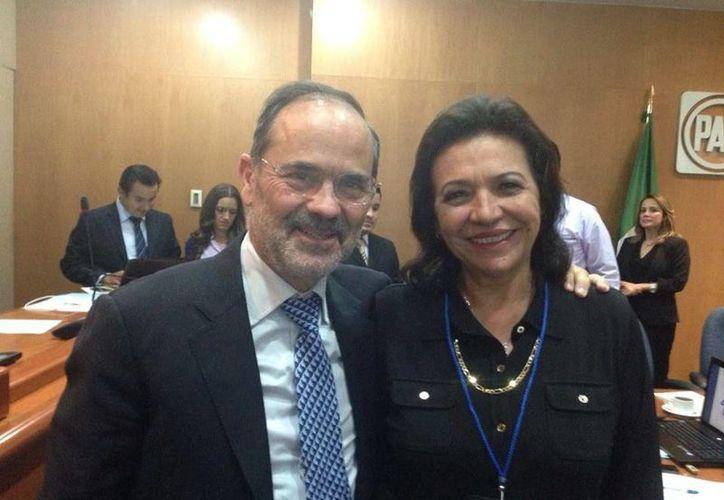 La diputada Sofía Castro Romero con el presidente nacional del PAN, Gustavo Madero. (Cortesía)