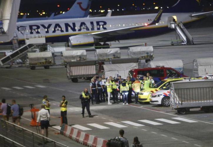 Aerolínea Ryanair evacuada en Holanda por amenaza de bomba. (foto: Twitter/@TerreurNieuwsNL)
