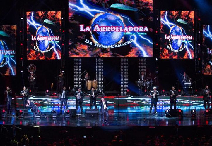 La nueva producción de La Arrolladora Banda El Limón, de René Camacho, saldrá en los formato CD, DVD y CD+DVD, el próximo 29 de julio. (Notimex)