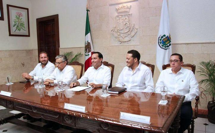El Ayuntamiento de Mérida anunció la apertura de fondos   Fondos Municipales para las Artes Escénicas y Música; Artes Visuales 2017. (Milenio Novedades)
