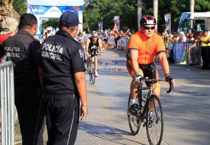 Policías municipales vigilaron el desarrollo de la competencia. (Cortesía/SIPSE)