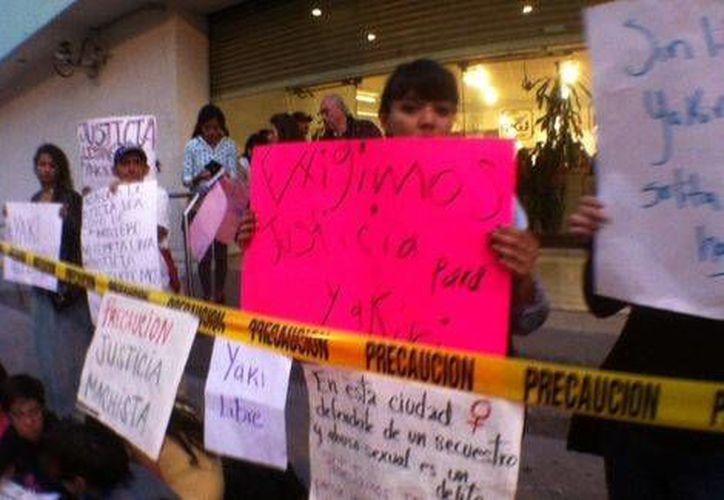 Manifestación de familiares y amigos de Yakiri Rubio, quien hoy está presa y acusada de homicidio calificado. (Milenio)