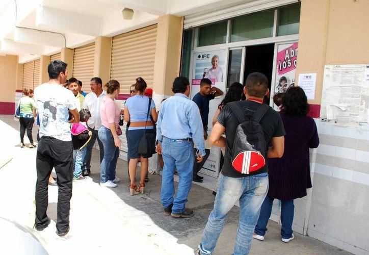 El IFE busca que las credenciales de elector sean confiables y seguras. (Tomás  Álvarez/SIPSE)