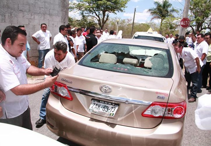 El titular del Consejo Coordinador Empresarial, Juan José Abraham Dáguer, exhortó a las autoridades a regularizar el servicio Uber para evitar que haya más enfrentamientos con trabajadores del FUTV. En la foto, uno de los vehículos dañados. (Jorge Acosta/Milenio Novedades)