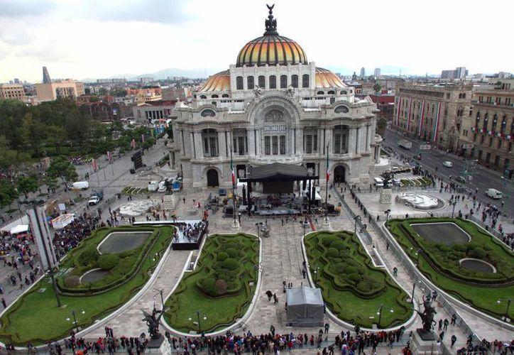 Las instalaciones del Palacio de Bellas Artes están listas para rendir el homenaje póstumo al cantautor Juan Gabriel. (Notimex)