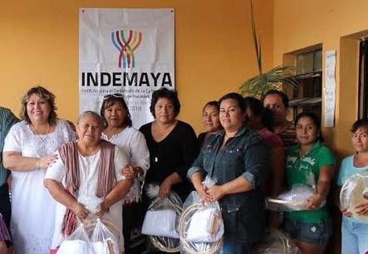 Entre las festejadas se encuntra la María Santos Can Chan, oriunda de Akil, quien en 2018 cumplirá 100 años de edad. (SIPSE)