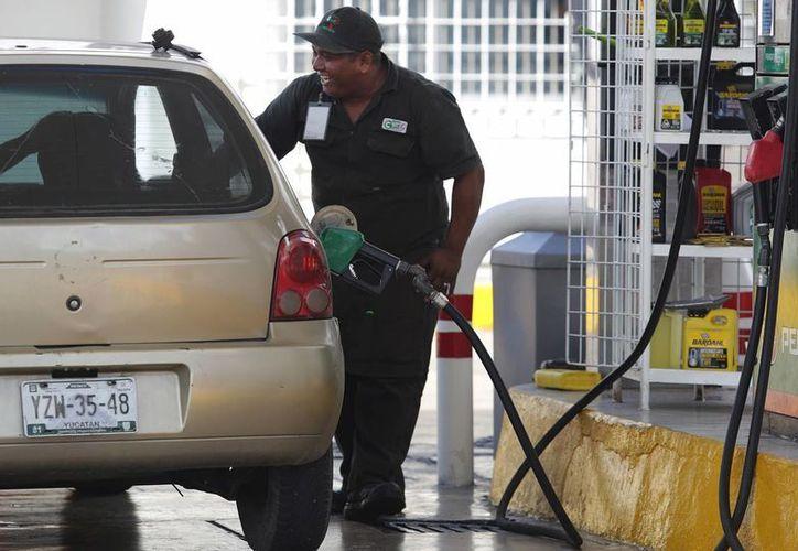 A partir de este 1 de febrero puedes utilizar tus puntos Bancomer para pagar la gasolina, anunció el banco este lunes. (Archivo/Notimex)