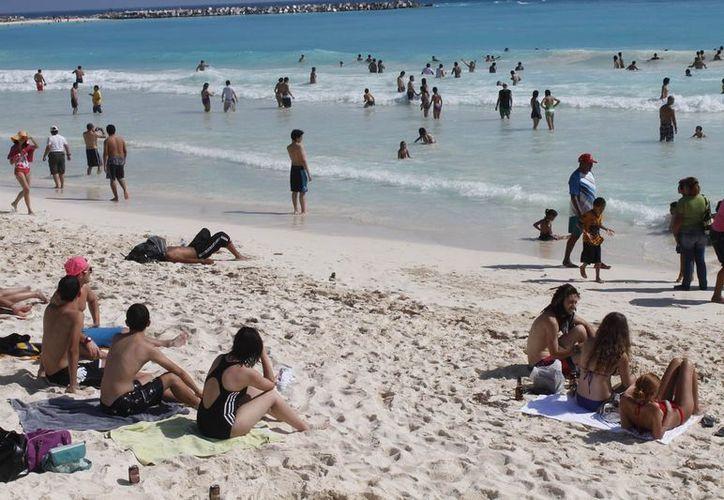 La ciudadanía debe tomar sus precauciones antes de meterse al mar. (Jesús Tijerina/SIPSE)