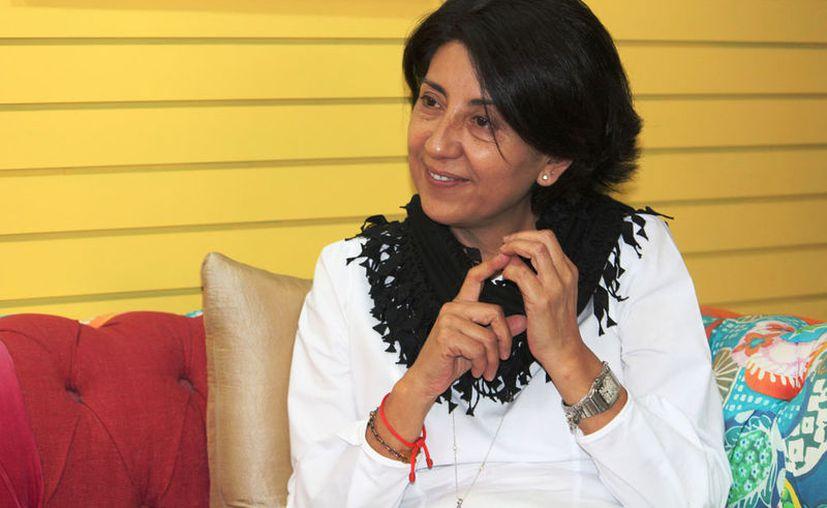 Leticia Santiago Lira, directora de Editorial Greca, informó acerca de los pormenores de este proyecto. (Octavio Martínez/SIPSE)