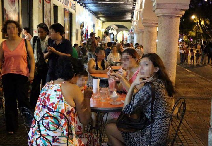 Gran afluencia de meridanos y visitantes se registró el día de ayer en gran parte de la ciudad. (José Acosta/SIPSE)