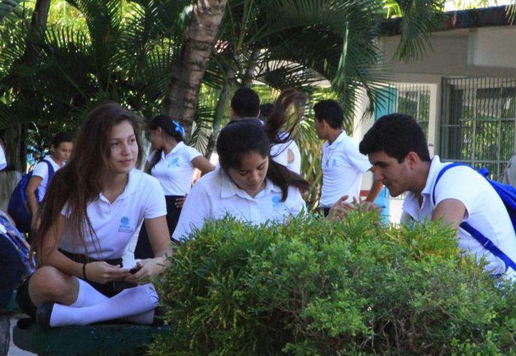 La Seyc invita a los estudiantes de bachillerato a registrarse y concursar por la beca. (Ángel Castilla/SIPSE)