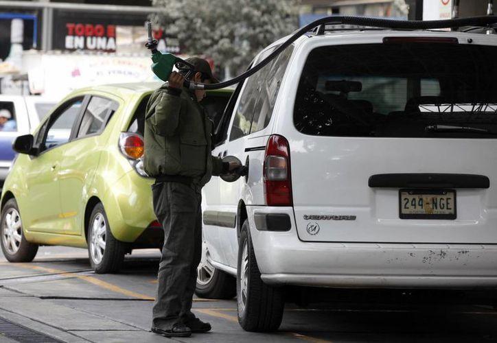La Profeco prometió mano dura contra las gasolineras que incurren en irregularidades en detrimento de la economía de los automovilistas. (Archivo/Notimex)