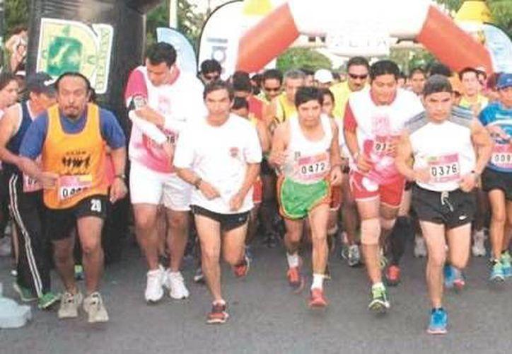 Rodolfo Montero ganó la carrera en 38 minutos con 30 segundos, dejando justo dtrás a Esaú Chan Rodríguez y Mario Bernal. (SIPSE)