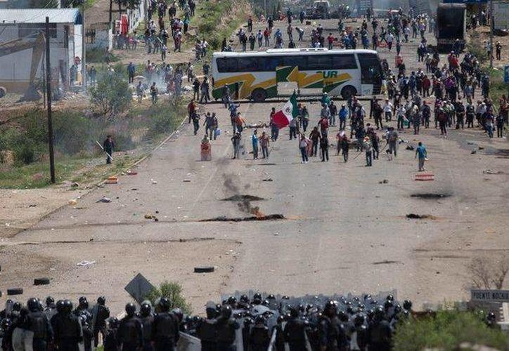 La CNTE mantiene bloqueos carreteros en protesta contra la Reforma Educativa. (Archivo/Agencias)