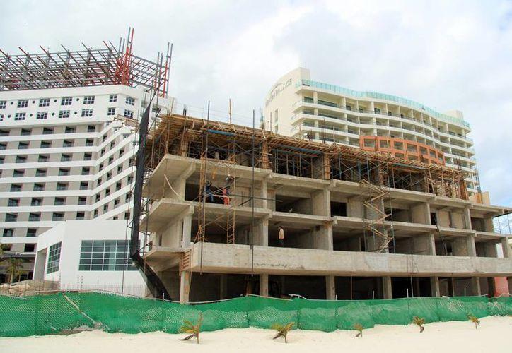 El hotel continúa con obras de remodelación. (Luis Soto/SIPSE)