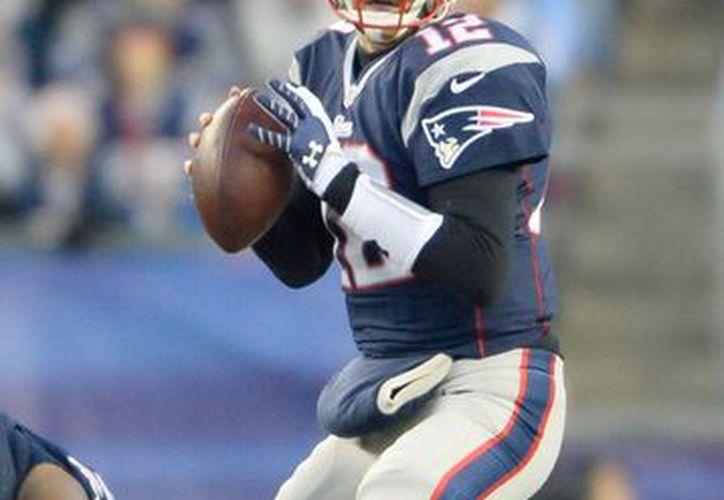 Esta temporada no ha sido muy productiva para Brady en cuanto a pases de anotación y yardas, pero los Patriots han conseguido una de las mejores marcas de la AFC. (EFE/Archivo)