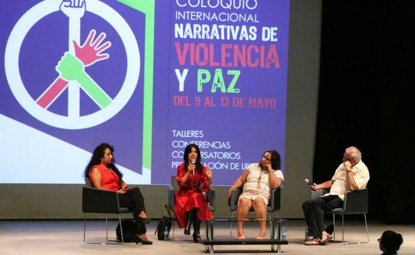 Este jueves se presentó la mesa panel 'Las otras violencias'. (José Acosta/ SIPSE)