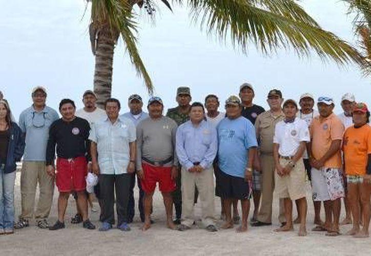 Además del alcalde municipal, acudieron a la reunión representantes de la Sagarpa, Semar, Conapesca, y la Reserva de la biosfera de Sian Ka´aan. (Redacción/SIPSE)