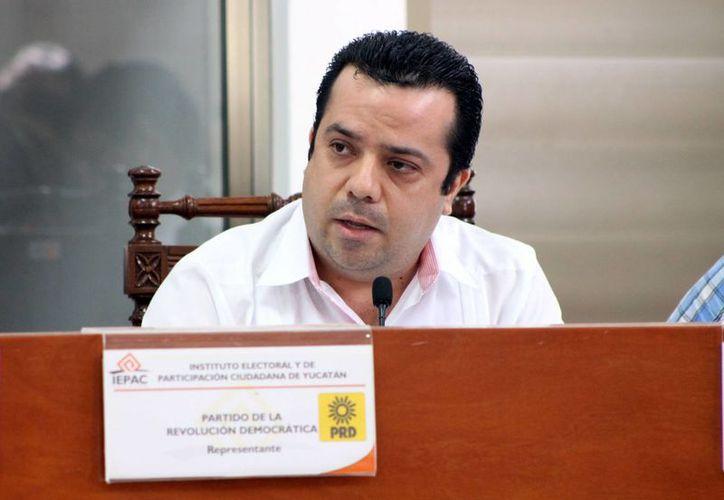 El perredista David Barrera Zavala es uno de los funcionarios que criticaron los gastos superfluos que existen en el Iepac. (SIPSE)