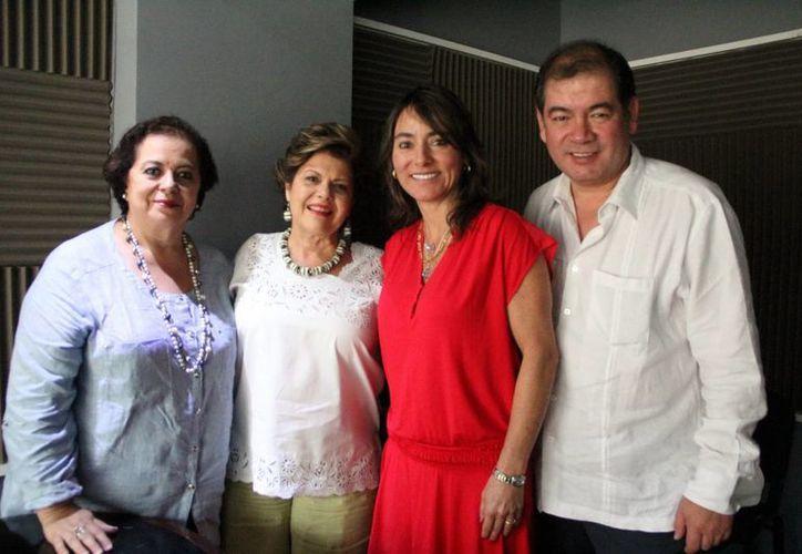 """Conductores e invitados del programa """"Salvemos una Vida"""", que se transmite por la Nueva Amor.(José Acosta/SIPSE)"""