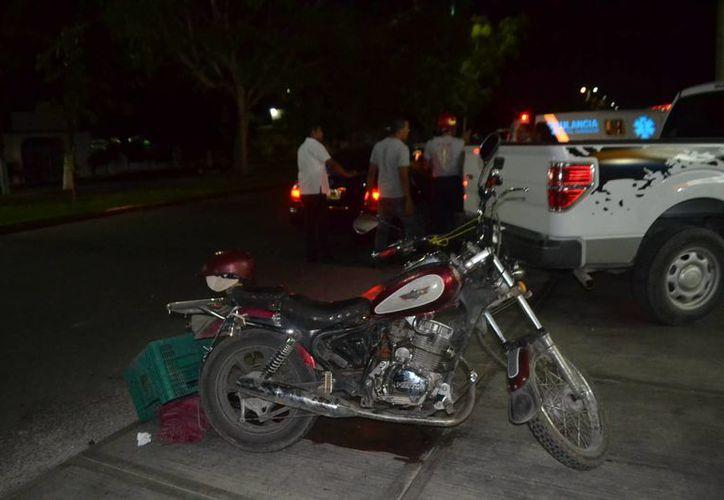 Los lesionados viajaban a bordo de una motocicleta Vento, color rojo, sin matrícula. (Redacción/SIPSE)
