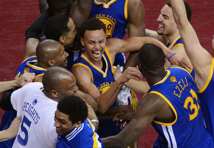 Warriors y Cavaliers se enfrentarán por tercera temporada consecutiva en la serie por el título. (Foto: Contexto/Internet)