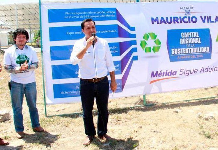 Mauricio Vila ofreció impulsar la contratación del uso de energía eólica para los servicios públicos municipales. (Milenio Novedades)