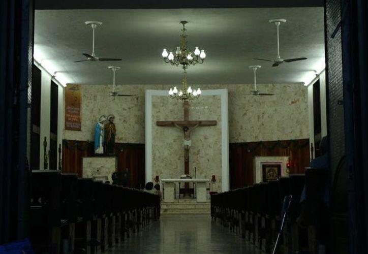 Los festejos de la rectoría de la Sagrada Familia continuarán hoy con la bendición de las familias en una misa a las 18:00 horas. (José Acosta/SIPSE)