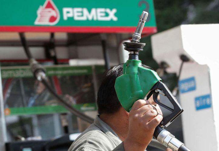 El 30% del total del precio de la gasolina es el costo de cuatro impuestos. (Foto:El Tintero Noticias)