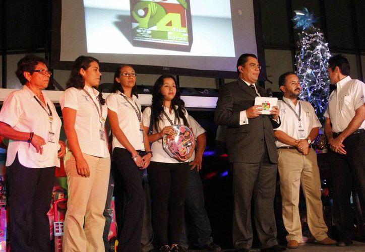 Las donaciones son recibidas en las instalaciones de Novedades de Quintana Roo y GalaTV. (Archivo/SIPSE)