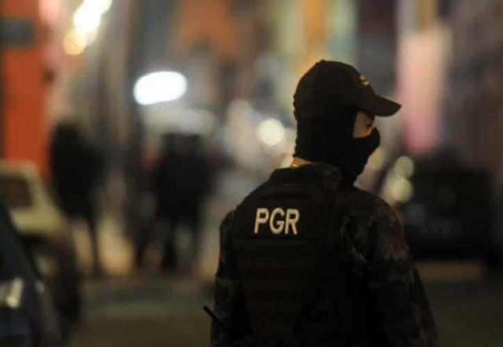 """Luego de repeler la agresión, lograron asegurar a Abel """"N"""", Edwin """"N"""", Ernesto """"N"""", José Luis """"N"""", Juan """"N"""", Jim """"N"""", Ramón """"N"""", Ramón Yair """"N"""" y Valente """"N"""". (UnoTv)"""