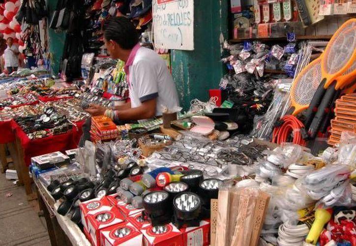 El Ayuntamiento asegura que ha trabajado reiteradamente para 'limpiar' las calles de Mérida de vendedores ambulantes. ( Archivo/ Milenio Novedades)