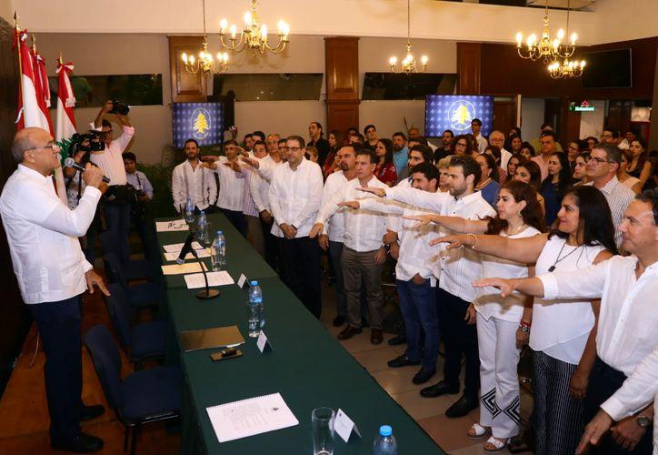 La ceremonia de toma de protesta a la reelecta directiva de la asociacion, en el salón Biblos(Foto:Jorge Acosta/Novedades Yucatán)
