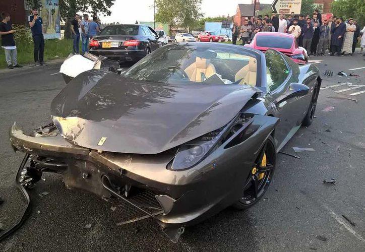 Ferrari destrozado por accidente en Inglaterra. (foto: Excelsior)