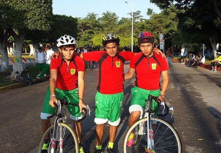 Los ciclistas yucatecos Enrique Chan y Mariano Canché ganaron en las Olimpiadas Nacionales especiales y clasificaron a los Juegos Mundiales de Verano. (Milenio Novedades)