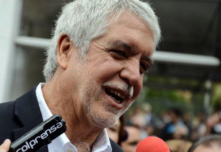 De acuerdo a conteos electorales preliminares, el derechista Enrique Peñalosa es el nuevo alcalde Bogotá. (EFE)
