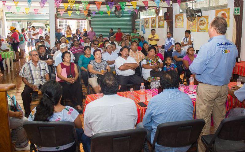 José Esquivel se reunió con empresarios restauranteros a quienes aseguró que mejorará los servicios públicos. (Redacción/SIPSE)