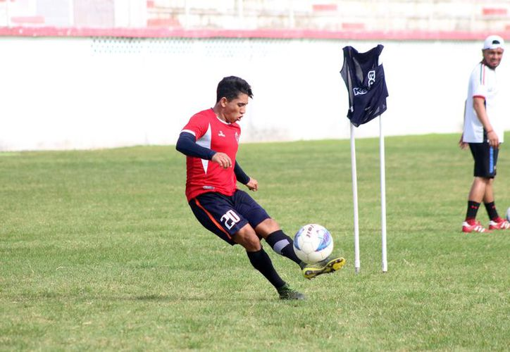 Zaragoza ya inició la pretemporada con los Pioneros de Cancún de la Liga Premier. (Raúl Caballero/SIPSE)