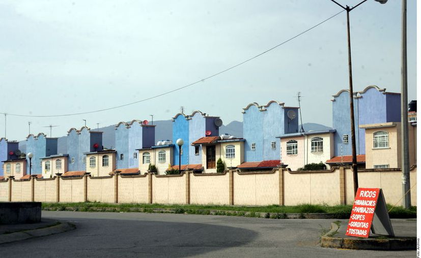 """""""En años recientes, el Infonavit ha contratado despachos para realizar juicios masivos que tiene como objetivo recuperar las viviendas ante situaciones de impago. (Agencia Reforma)"""