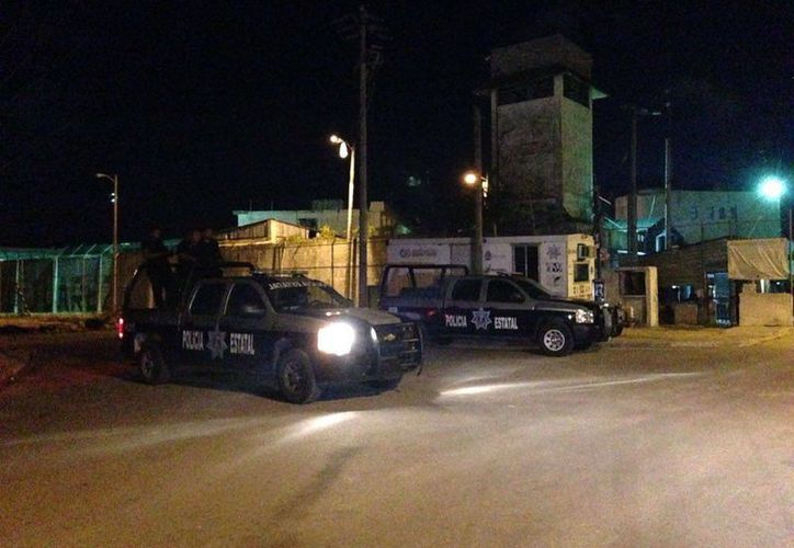 Diez reos, identificados como integrantes de la banda 'Los Sureños' fueron trasladados ayer de Cancún a Chetumal. (Redacción/SIPSE)