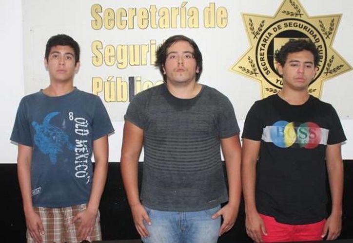 Sorprendidos en plena venta de marihuana en Vista Alegre Norte. (Milenio Novedades)