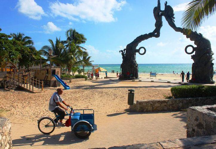 Los tricicleros de Playa del Carmen piden que se les permita ingresar a Playacar. (Daniel Pacheco/SIPSE)