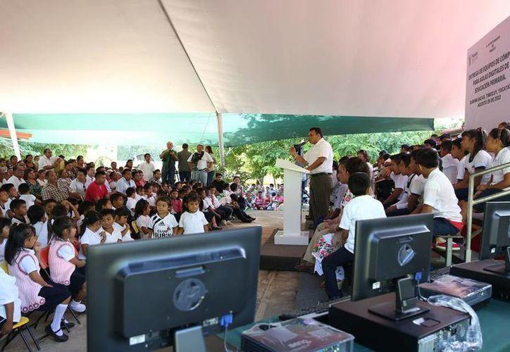Se invirtieron más de 3 mdp para digitalizar los salones de clases de escuelas de Yucatán. (Cortesía).